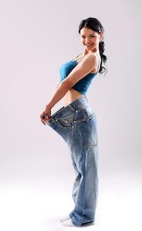 Ritratto di una donna che mostra la sua perdita di peso