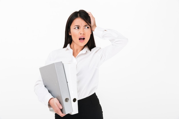 Ritratto di una donna d'affari asiatica arrabbiata