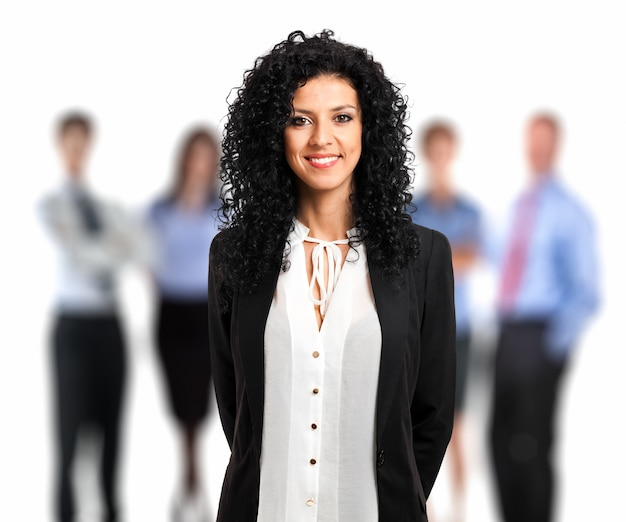 Ritratto di una donna d'affari di fronte alla sua squadra