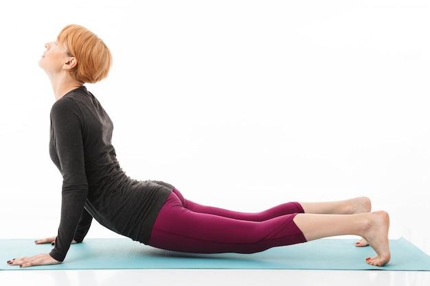 Ritratto di una donna sicura di yoga