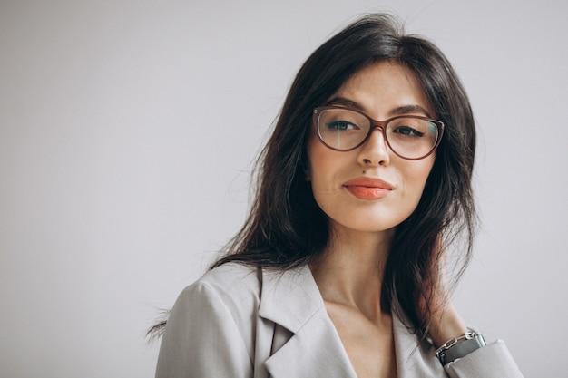 Ritratto di una giovane donna d'affari in ufficio