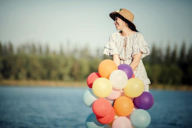 Ritratto di una giovane donna felice
