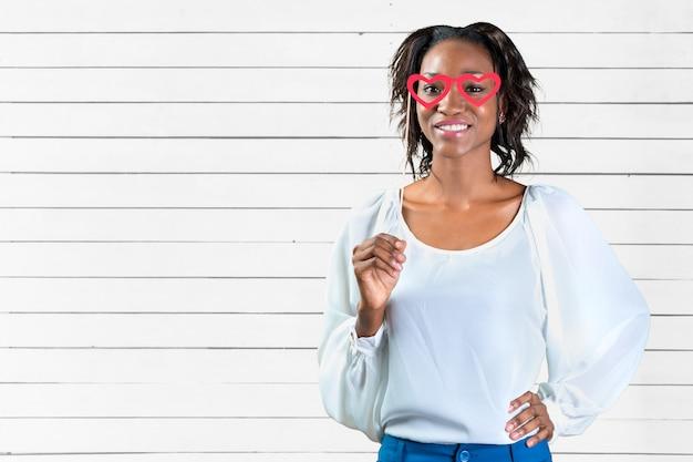 Ritratto di una giovane e bella donna afro-americana