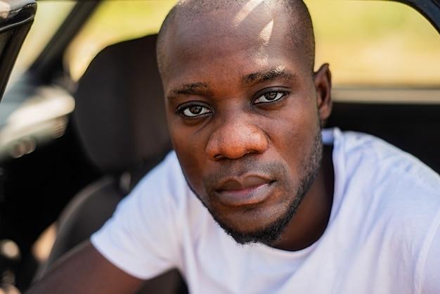 Ritratto di uomini afroamericani in macchina