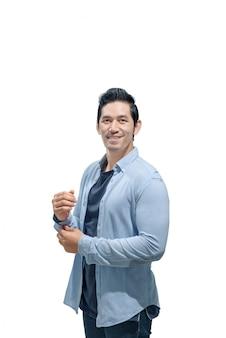Ritratto di uomo asiatico con in piedi camicia blu