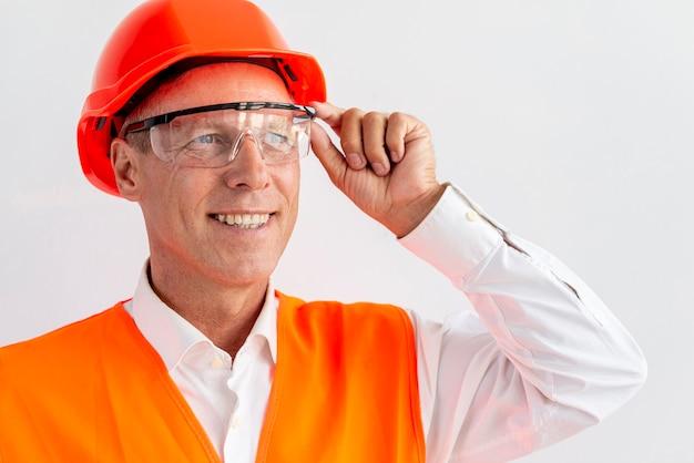 Ritratto di vista frontale di architetto di successo