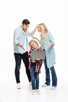 Ritratto integrale di una famiglia che ha e discussione
