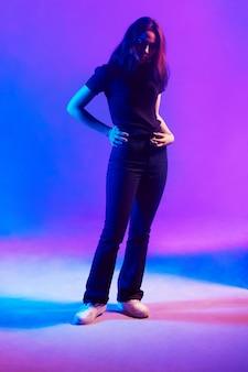 Ritratto moda illuminazione con gel flash, effetti speciali, studio fotografico