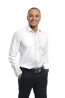 Ritratto professionale sorridente felice bello attraente del dirigente dell'uomo d'affari