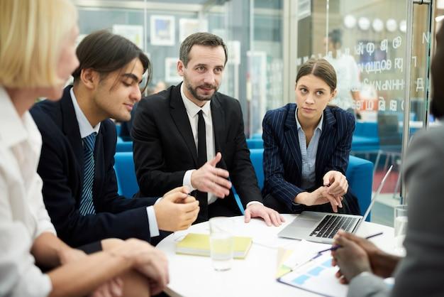 Riunione di collaborazione in ufficio