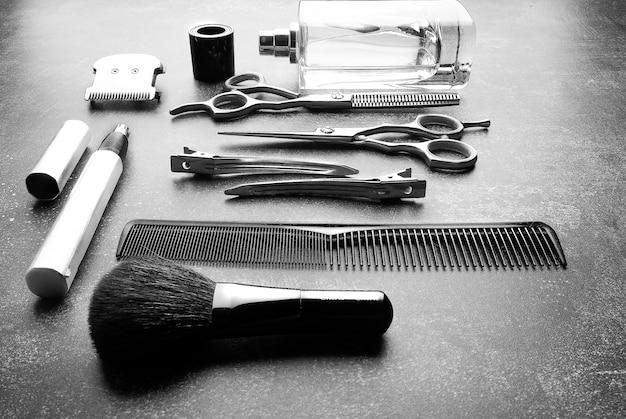 Roba da barbiere su grigio