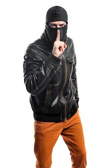 Robber facendo gesto di silenzio