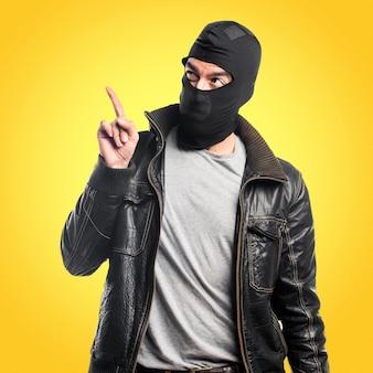 Robber rivolto verso l'alto su sfondo colorato