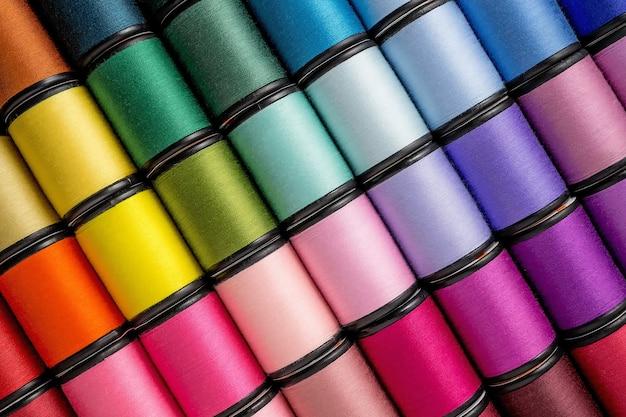 Rocchetto di fili per cucire