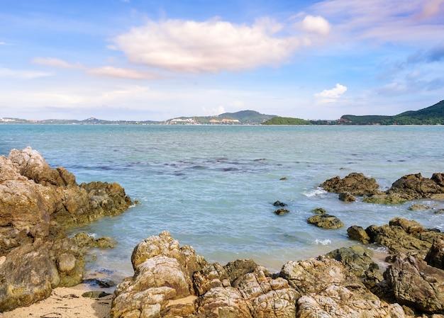 Roccia di mare in samui, thailandia