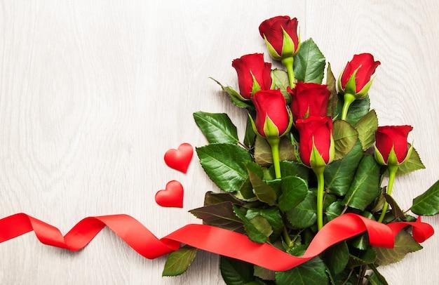 Rosa rossa e cuori