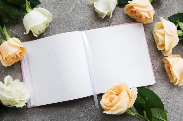Rose e quaderno