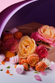 Rose in scatola di cartone