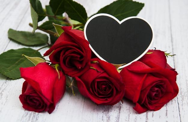 Rose rosse e cuore