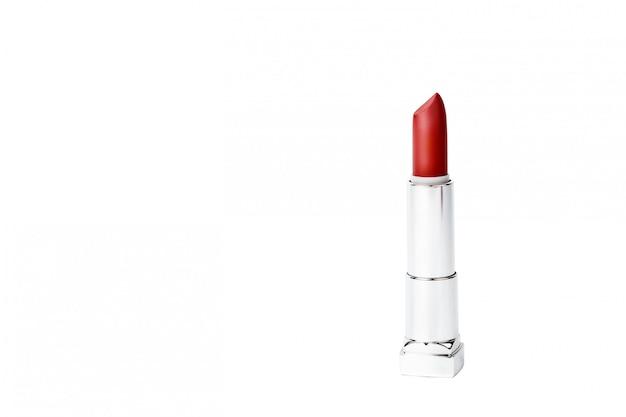 Rossetto rosso isolato su sfondo bianco