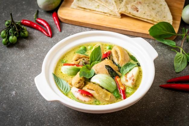 Roti e green curry con pollo