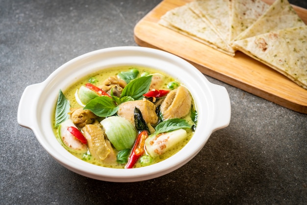 Roti e green curry con pollo