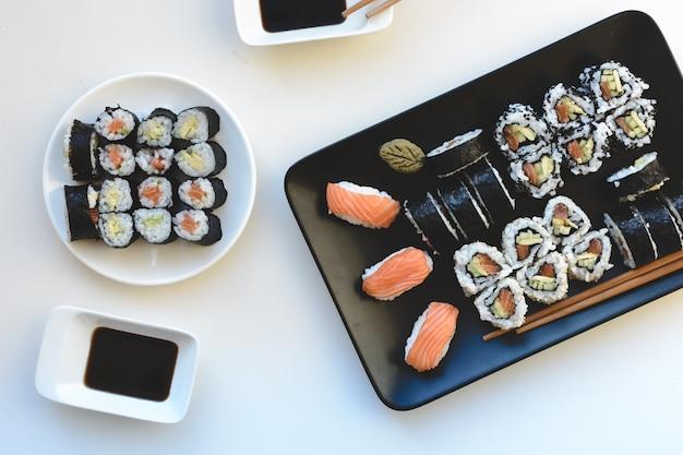 Rotoli di sushi fatti in casa aerea