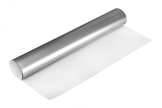 Rotolo d'argento dell'autoadesivo isolato su fondo bianco