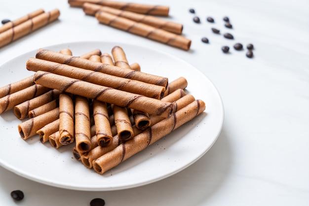 Rotolo di bastoncini di wafer al caffè con panna