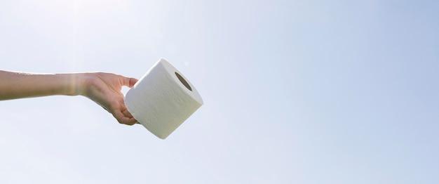 Rotolo di carta igienica copia-spazio
