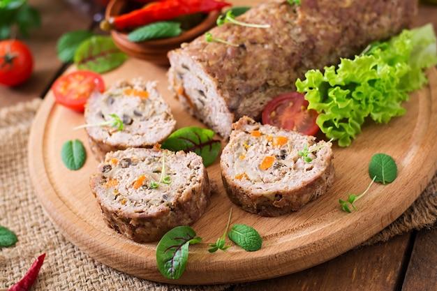 Rotolo di polpettone con funghi e carote