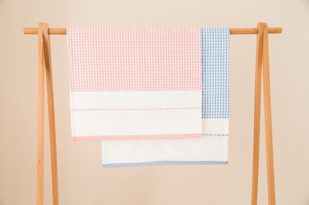 Rotolo di stoffa rosa
