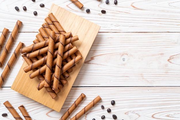 Rotolo di wafer al caffè con panna
