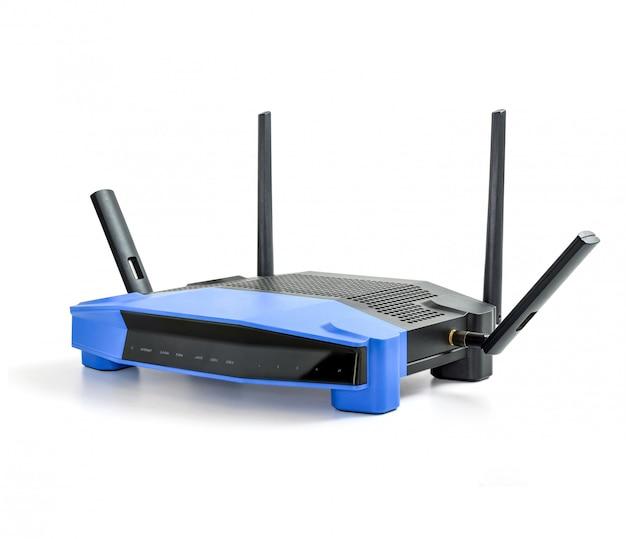 Router senza fili moderno di wifi 5g, 2.4g su fondo bianco isolato con il percorso di ritaglio.