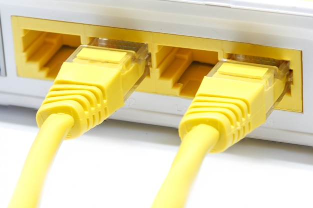 Router wireless lan su bianco