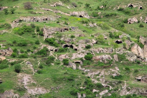 Rovine antiche, montagne del caucaso, armenia