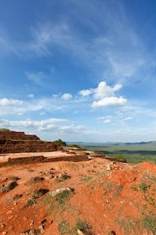 Rovine in cima alla roccia di sigiriya