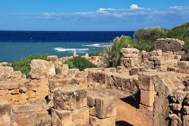 Rovine romane di tipaza di pietra e sabbia in algeria, africa