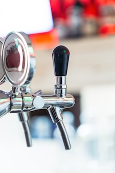 Rubinetto della birra di fila