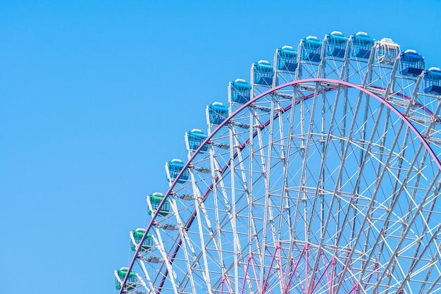 Ruota panoramica nel parco divertimenti