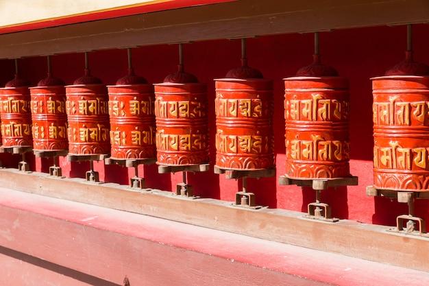 Ruote di preghiera buddista, nepal.