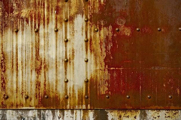 Rust sullo sfondo del metallo