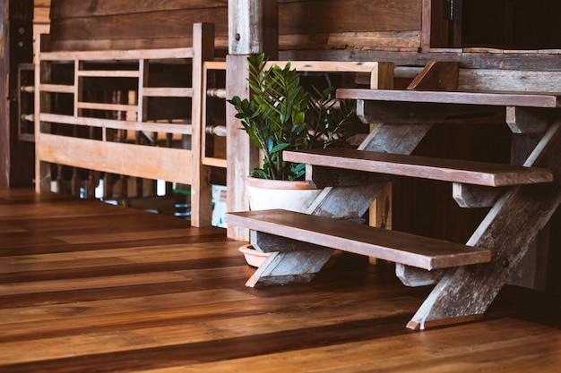 Rustico casale in legno interno. decorazione di concetto per lo stile tailandese casa originale