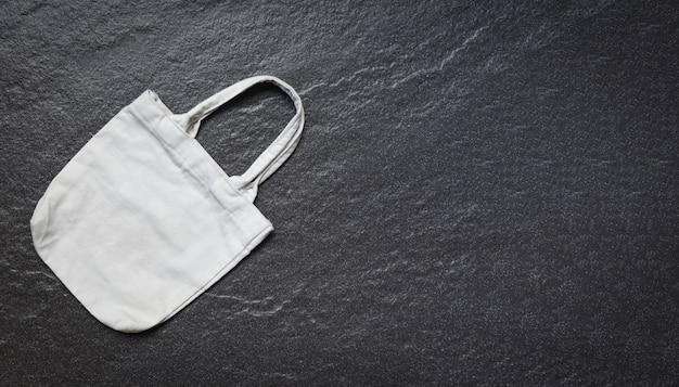 Sacca shopping in tela ecologica bianca in tela tote su fondo scuro