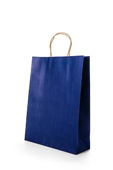 Sacchetti della spesa di carta blu scuro isolati su superficie bianca
