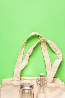 Sacchetti di cotone e bicchieri per acquisti di plastica gratuiti