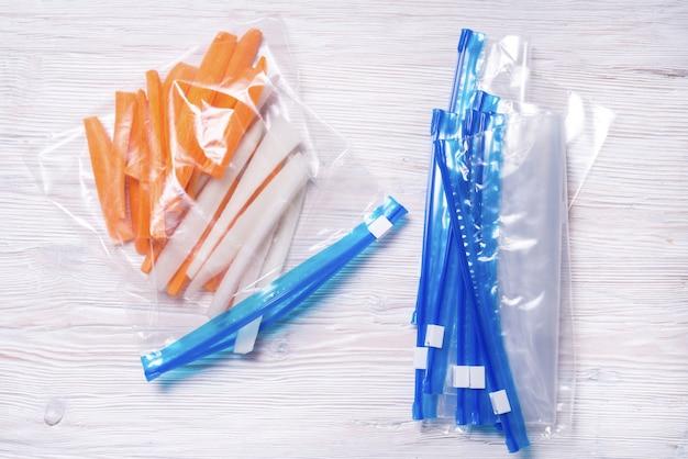 Sacchetti di plastica con chiusura a zip per la conservazione degli alimenti
