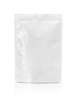 Sacchetto di alluminio da imballaggio bianco isolato