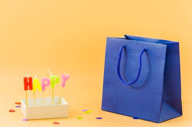 Sacchetto regalo di compleanno con candele