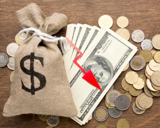 Sacco di tela di soldi e monete